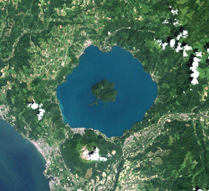 Lake_toya_landsat